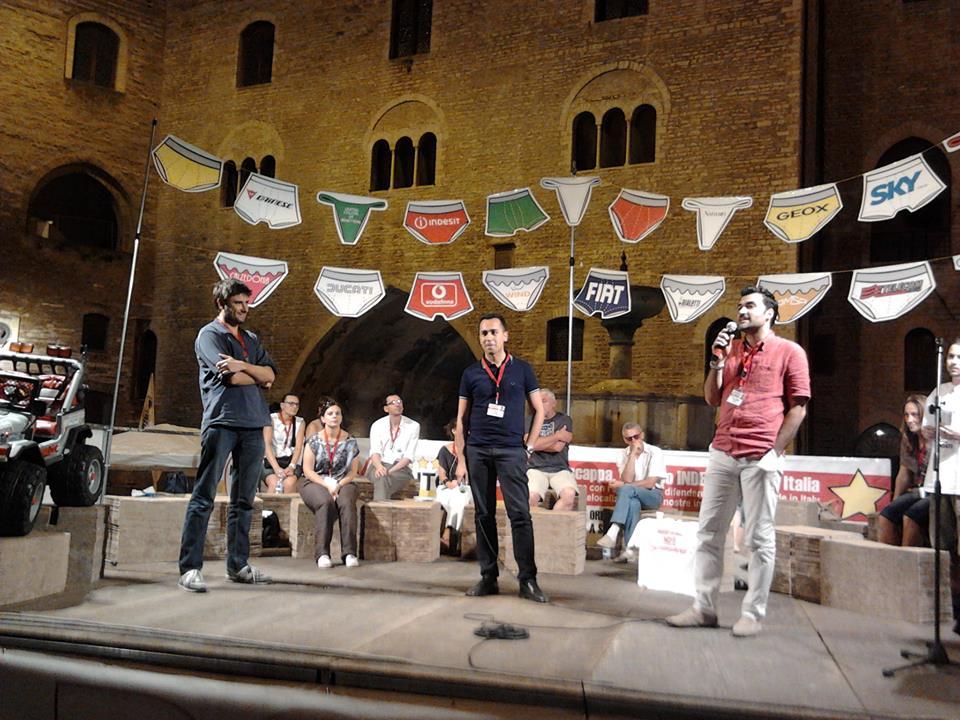 Parlamento in MoVimento a Fabriano. Era il 27 luglio 2013. 25 Parlamentarei sfilarono per le vie di Fabriano per denunciare il fenomeno della delocalizzazione dei marchi italiani e solidarizzare con gli operai della Indesit.