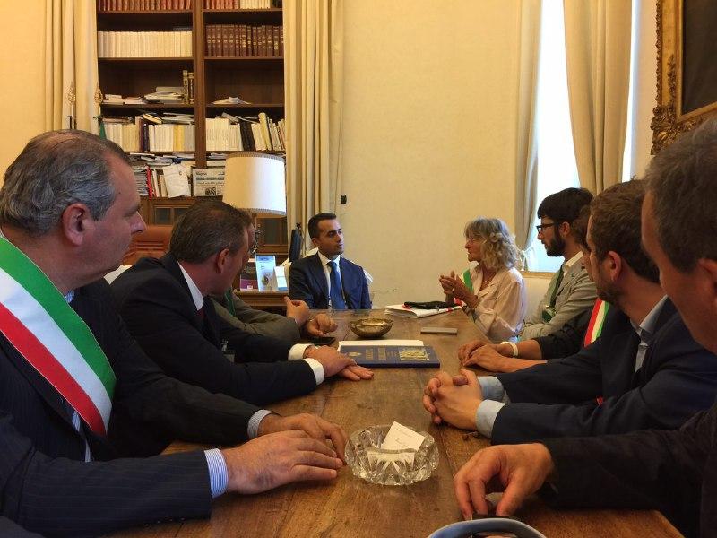 C'ERA UNA VOLTA IL SINDACO D'ITALIA RENZI: LUI TAGLIA, I COMUNI PROTESTANO E AUMENTANO LE TASSE