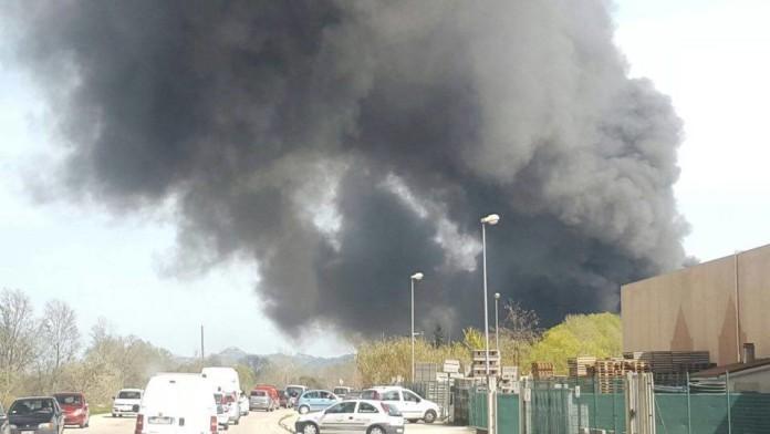 Incendio Italpannelli: nube tossica su alcuni comuni dell'ascolano. Presentata interrogazione